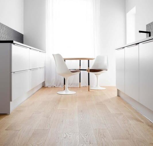 Wystrój kuchni jest minimalistyczny.