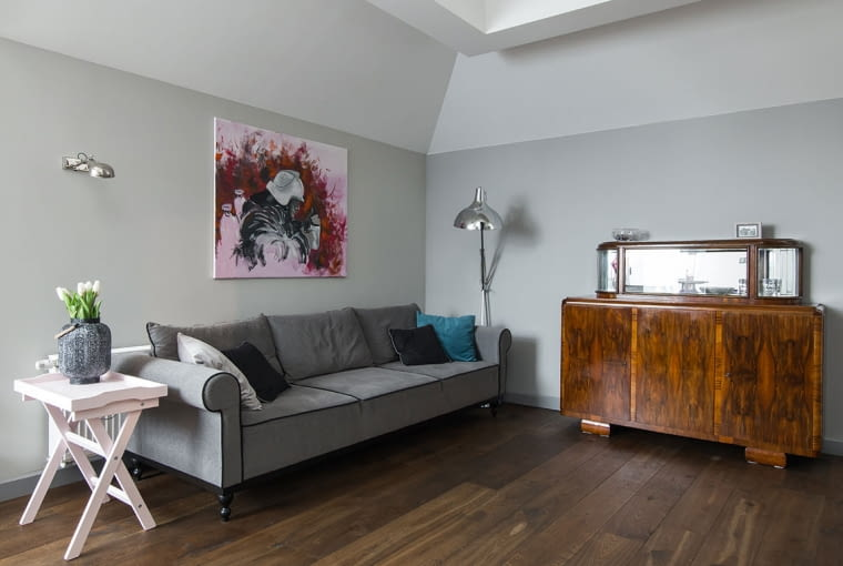 Stylowy kredens to największa ozdoba salonu.