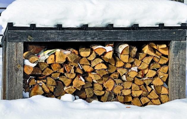 Drewno najlepiej przechowywać w miejscu zadaszonym