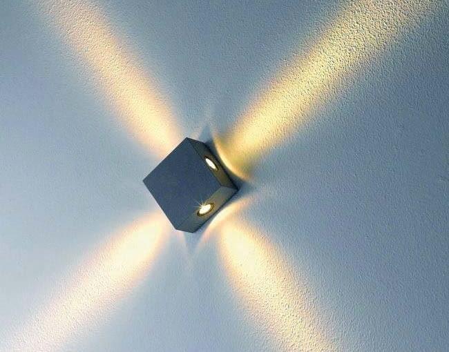 Kinkiet Zem/CASTORAMA. Wykonany z aluminium, odporny na zmienne warunki atmosferyczne; źródło światła LED. Cena: 218 zł, www.castorama.pl