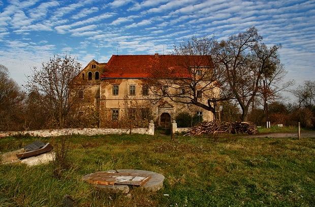 Stoszów - renesansowy dwór z XVI w.