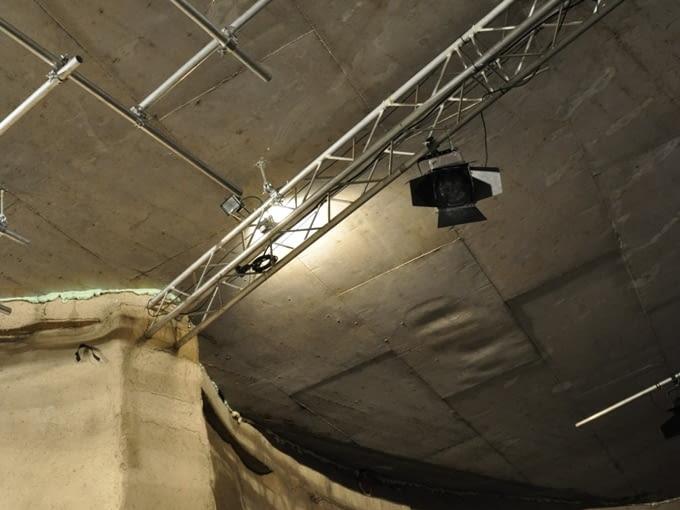 Sala koncertowa S2 ze skrzynek po piwie zbudowana w Zilinie.