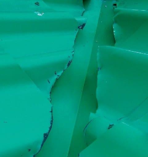 Krawędzie arkuszy cięte zwykłymi nożycami i niezabezpieczone lakierem
