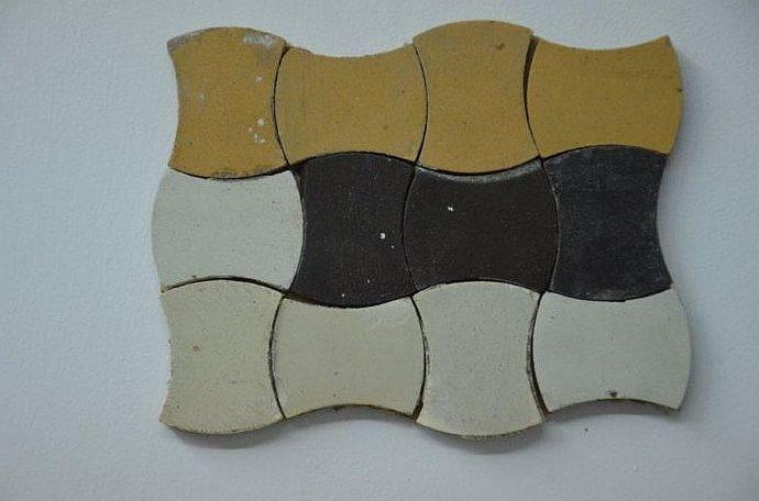 Podczas sobotniego spaceru Bryła zwiedzała min. Mini Muzeum Przedwojennej Gdyni stworzone przez mieszkańców kamienicy przy ul. 3 Maja 27/31. Na zdjęciu fragment oryginalnej posadzki - tzw. gorseciki - genialne w swej prostocie!