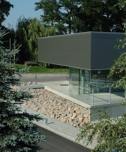 BRYŁA: Pawilon stacji paliw w Sierczy koło Wieliczki, proj. Group_A Architects