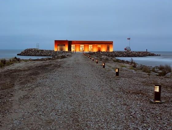 Dom na kamiennej wyspie na Łotwie
