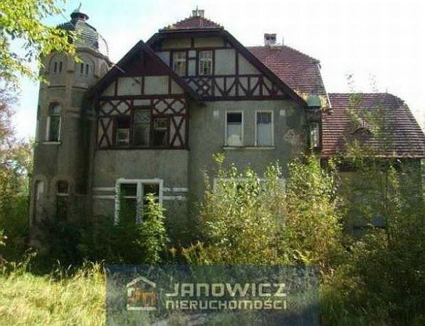 Budynek pałacowo-dworski w Wymiarkach (powiat żagański) o powierzchni 800 metrów