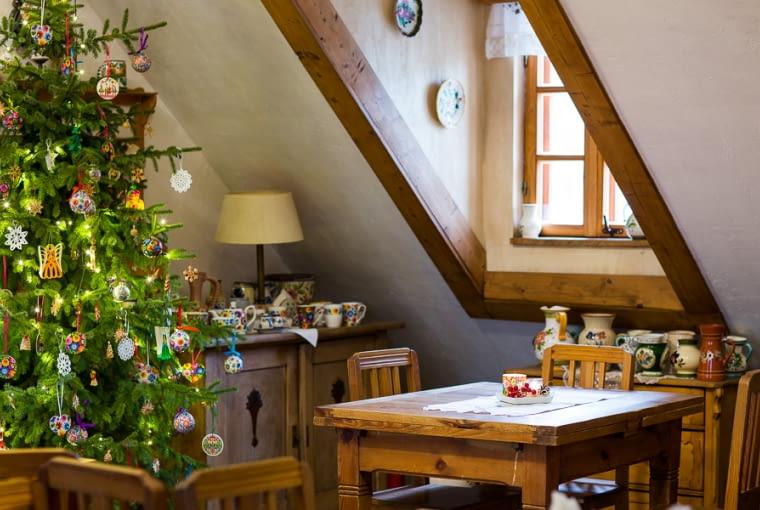 Dom na święta w tradycyjnej odsłonie. Folkowe dekoracje na święta