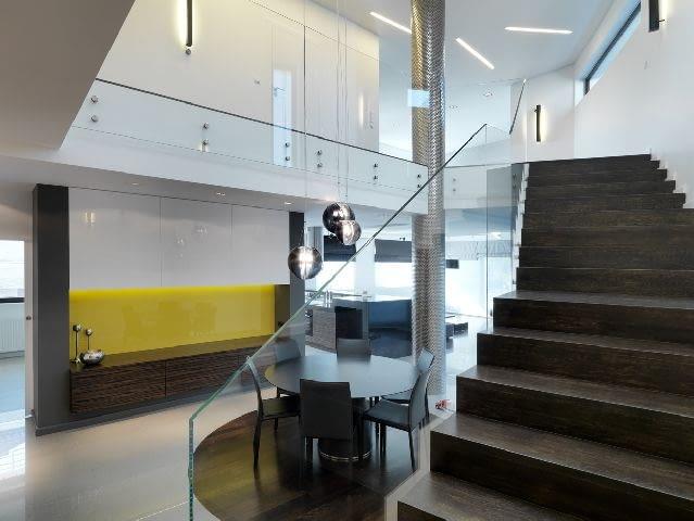 aranżacja wnętrz,schody wewnętrzne,szklana barierka