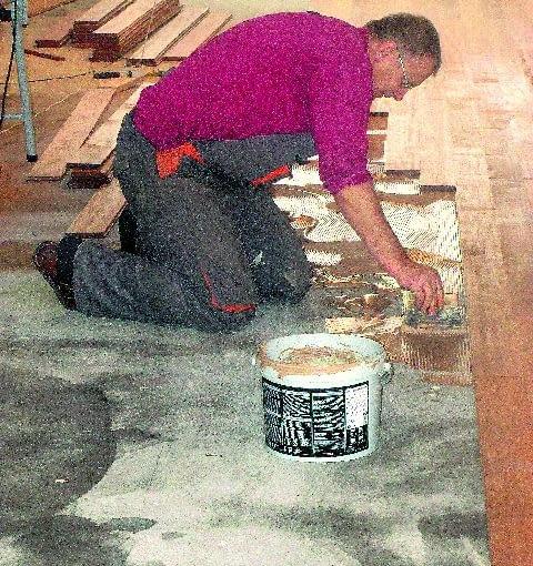 Preparaty chemii budowlanej - w tym klej do parkietu - muszą być odpowiednio dobierane do stanu podłoża i rodzaju drewna