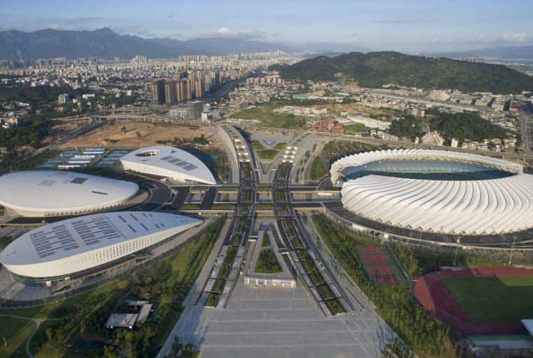 Haixia Olympic Center Stadium, Fuzhou - Chiny (VIII nagroda w głosowaniu internautów, IV nagroda w głosowaniu jury) - Za to z góry, zaprojektowany przez CCDI kompleks przypomina dobiegającego do mety sportowca. trzy hale sportowe przypominają głowę i uniesione ręce, zaś bryła stadionu to nogi zwycięzcy. Pasaż biegnący pomiędzy budynkami to szarfa, która za chwilę zostanie zerwana.