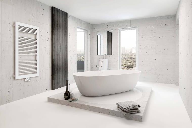 Przykład grzejnika łazienkowego, który ogrzewa i zdobi wnętrze, a jednocześnie dzięki odpowiednim odległościom pomiędzy rurkami może służyć jako suszarka