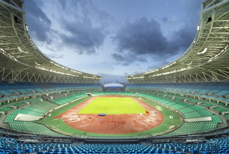Haixia Olympic Center Stadium, Fuzhou - Chiny (VIII nagroda w głosowaniu internautów, IV nagroda w głosowaniu jury) - Stadion może pomieścić prawie 60 tysięcy widzów. Za bramkami trybuny zostały przerwane i oferują możliwość oglądania otaczającej stadion przestrzeni, ale takie rozwiązanie miało także symbolizować otwartość i przyjazność - które stanowią dewizę miasta głoszącą że tolerancja jest cnotą.