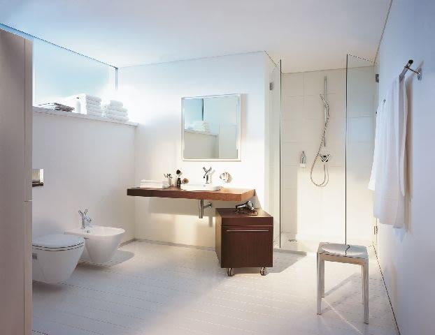 Biała farba do łazienki powinna mieć podwyższoną odporność na wilgoć