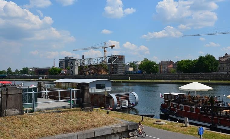 W Krakowie brzegi Wisły już od dawna są dobrze zagospodarowanym, ulubionym terenem do spacerów mieszkańców, fot. citypolska.com
