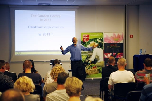 """Konferencja """"Centrum ogrodnicze przyszłości"""" prowadzona przez Johna Stanley'a"""