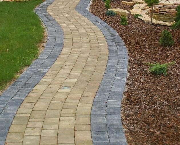ścieżki w ogrodzie, nawierzchnia w ogrodzie, kostka betonowa