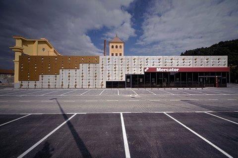 Przyszpilony, Dot Envelope, proj. OFIS Arhitekti, Ljubljana, Słowenia, 2008