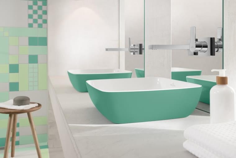 Kolor do łazienki można wprowadzić nie tylko poprzez płytki, ale też armaturę. Wielu producentów oferuje kolorowe umywalki oraz wanny.