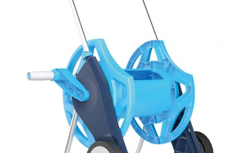 Zestaw do podlewania Discoverset/CELLFAST | Wózek z wężem ogrodowym, zraszaczem oraz zestawem przyłączeniowym. Cena: 217 zł, www.cellfast.pl