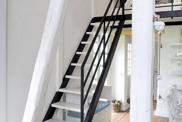 dom jednorodzinny,dom,dom na wakacje,wnętrza,schody