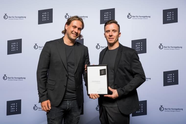 Paweł Garus oraz Jerzy Woźniak z pracowni mode:lina zostali uhonorowani prestiżową nagrodą ICONIC Awards 2017 za projekt wrocławskiego biura Opera Software.