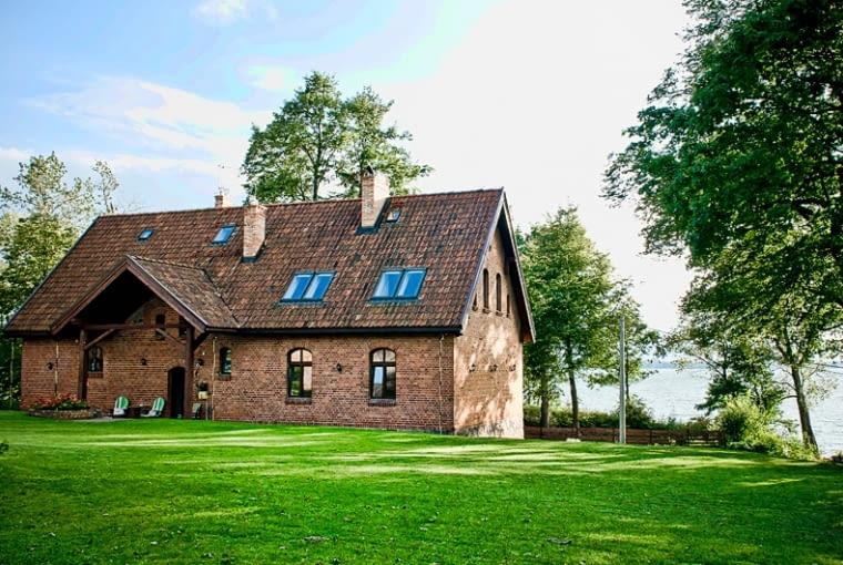 dom z cegły, dom na wsi, dom stodoła