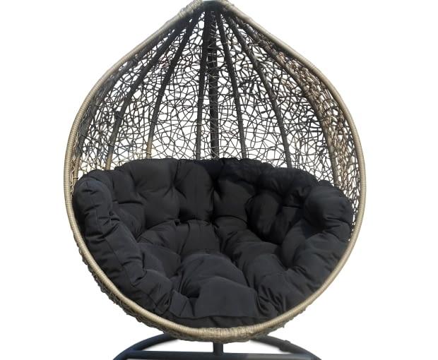Wiszący fotel ogrodowy Cocoon marki Miloo, www.houseandmore.pl 1990 zł,
