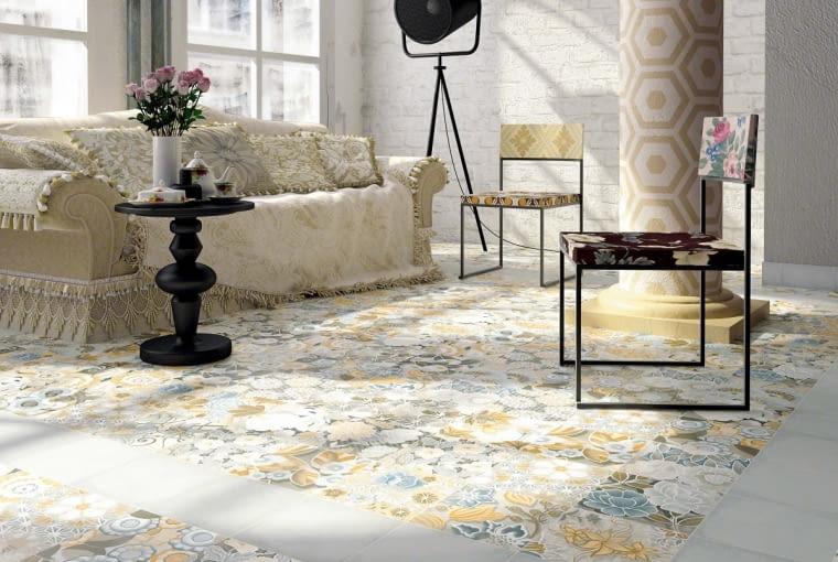 Łąka pod stopami. Z płytek możemy też ułożyć kwietne dywany lub chodniki. Kolekcja Vodevil, Vives, vivesceramica.com