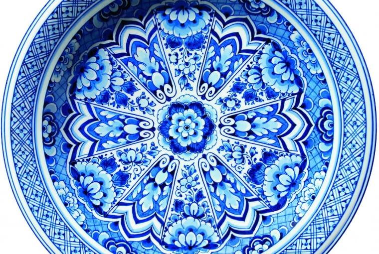 To nie misa, tylko dywan. Delft Blue Plate, proj. Marcel Wanders, Moooi Carpets, moooicarpets.com