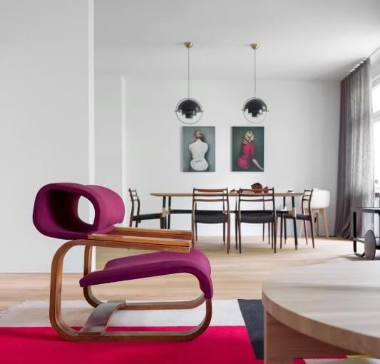Fotele stanowią bardzo silny akcent wizualny salonu.