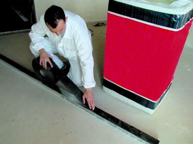 Ściany szkieletowe należy oddzielić od stropu taśmą elastyczną
