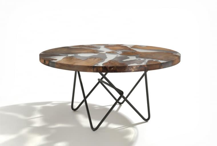 Niezwykły stół z drewnem liczącym 50 tys. lat
