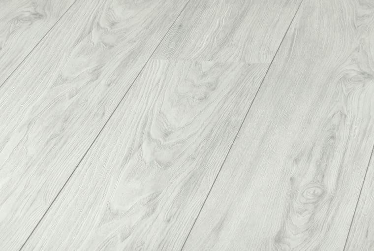 Wiąz MonetPlatinium Flooring Massivum/Kronopol Klasa ścieralności: AC5 klasa użyteczności: 33 grubość: 10 mm wymiary: 193 x 1380 mm V-fuga struktura synchroniczna 3D 7 paneli w paczce.. Cena: 66,99 zł/m2, www.kronopol.pl