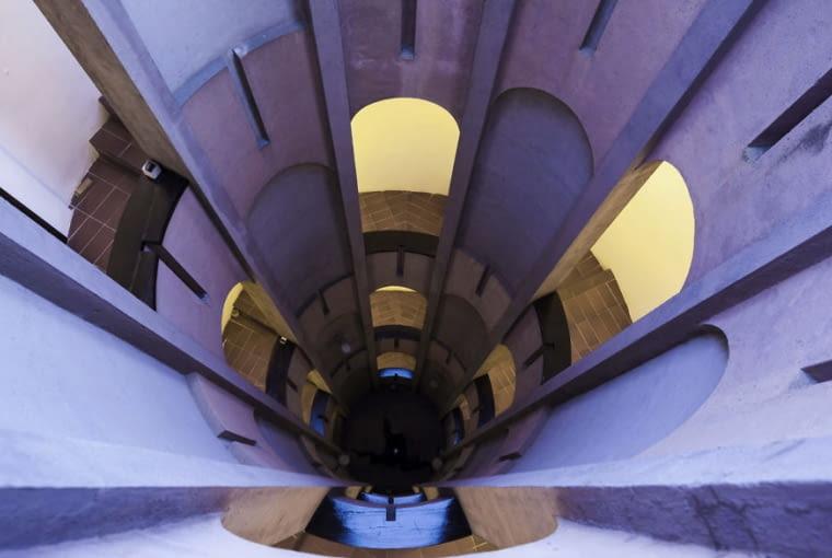 La Fabrica - metamorfoza opuszczonej fabryki cementu w miejscowości Sant Just Desvern koło Barcelony według projektu pracowni RBTA - Ricarda Bofilla