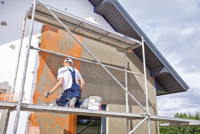 Prawo budowlane w obecnie obowiązującym kształcie jest z pewnością bardziej przyjazne dla inwestorów, planujących budowę lub remont domu