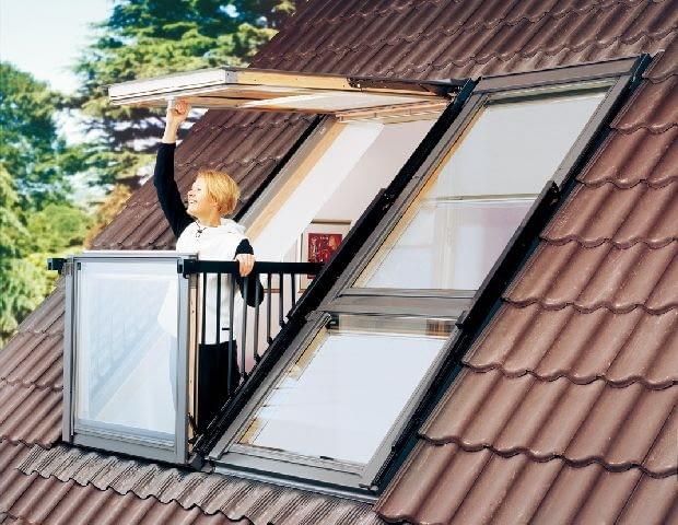 Na poddaszu będzie znacznie więcej światła, jeśli w dachu zamontuje się okna balkonowe