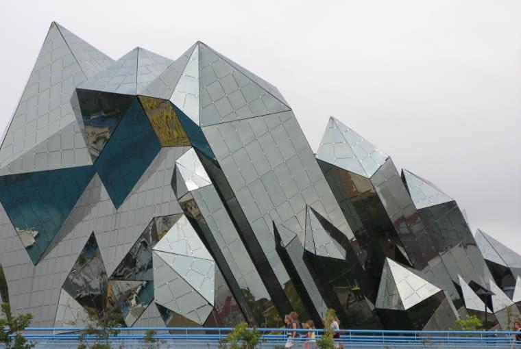 Jeden z budynków francuskiego kompleksu Futuroscop - Denis Laming (1984-87)