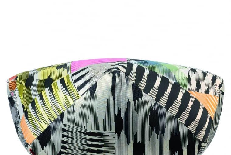 Wzorzyste tkaniny, przypominające obrazy z kalejdoskopu - znak rozpoznawczy marki Missoni. www.missoni.com