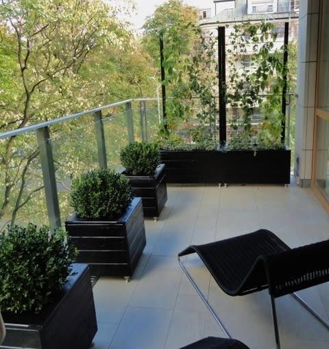 Balkon w czerni, aranżacje balkonów