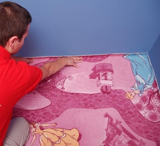 Wykładzinę dywanową przykleja się do jastrychu odpowiednimi klejami