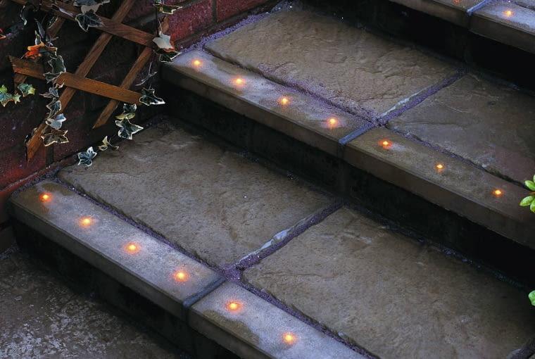 STEPS WITH LIGHTING. LIGHTING BY VERSATILE ILLUMINATED PAVING LTD SLOWA KLUCZOWE: 000 ILLUMINATED LTD PAVING VERSATILE lighting steps Beet Garten Licht Treppe beleuchtet ganzj hrig Fr´hling Sommer Herbst Winter hoch