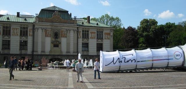 rok Czesława Miłosza, 2. Festiwalu Czesława Miłosza w Krakowie, futurystyczny pawilon