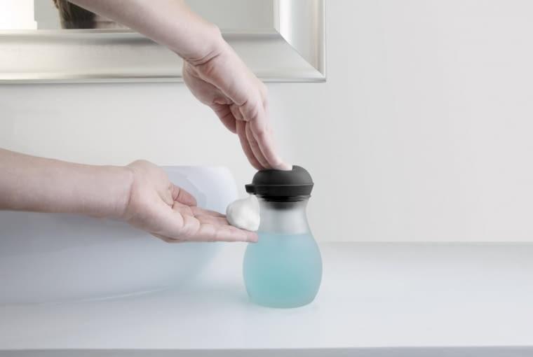 Dozownik Bubble spieniający mydło, szkło i silikon, poj. 325 ml (zalecane 10% mydła i 90% wody), Umbra, CZERWONA MASZYNA, 79 zł