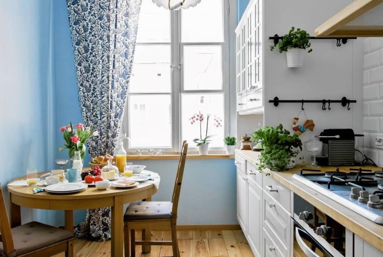 aranżacja okna, wystrój kuchni, zasłony