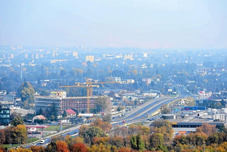 n10.10.2013 Krakow , Kopiec Kraka . Panorama miasta pokrytego smogiem .Fot. Grzegorz Lyko / Agencja Gazeta