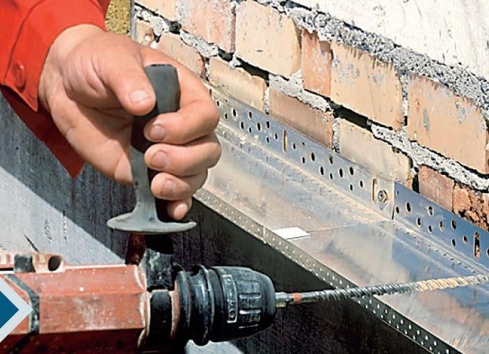 Są już obecnie na rynku szerokie listwy startowe do mocowania grubej izolacji ściany