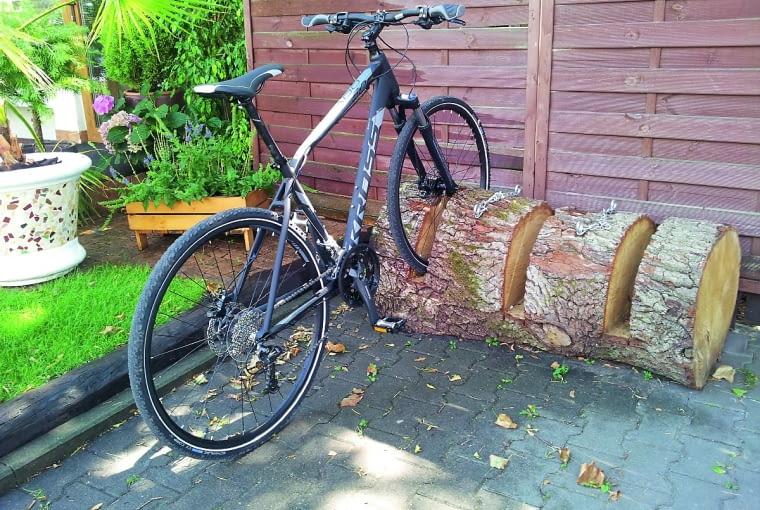 Stojak na rowery:wbalu wystarczy wyciąć otwory na koła (głęb. min. 30 cm, szer.6-8cm).