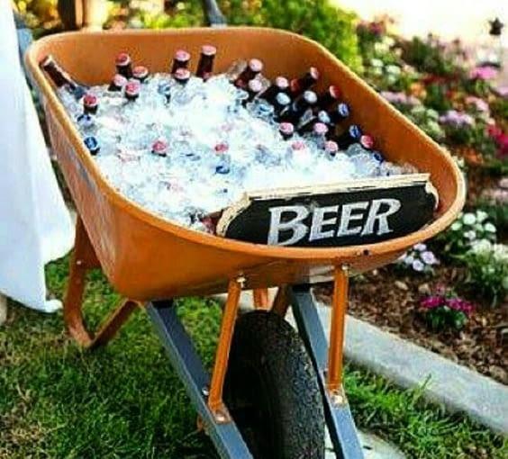 Ziemne piwo z taczki wypełnionej lodem smakuje najlepiej