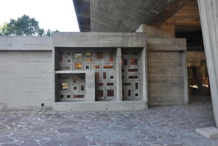 Jednostka Marsylska, proj. le Corbusier - detale na wejściu do foyer ze wschodniej strony budynku